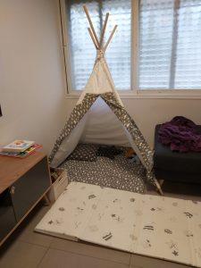 אוהל מבית מילגה, הפך לחלק מהריהוט בסלון שלנו